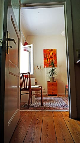 a quiet room with nice gardenview. - Rostock - Daire