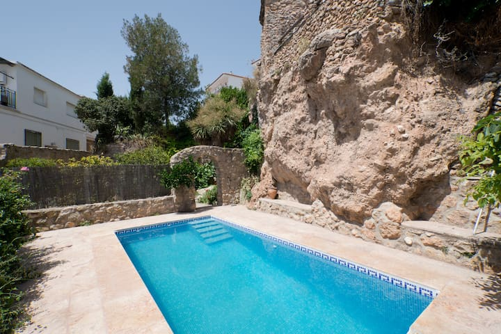 Yegen,Pool,mountain village,garden - Yegen - Ev