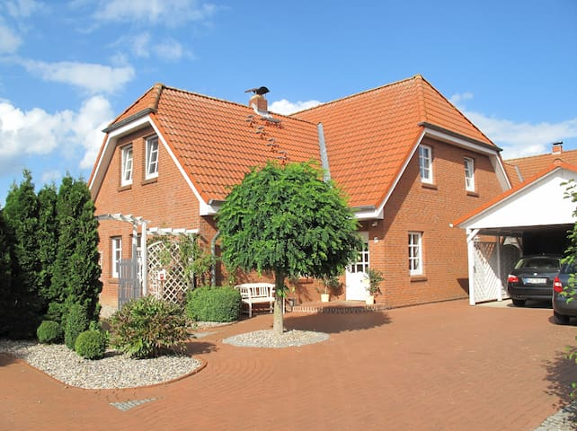 Last-minute-offer: 5 Min To The Beach / 137 qm - Wendtorf - Casa