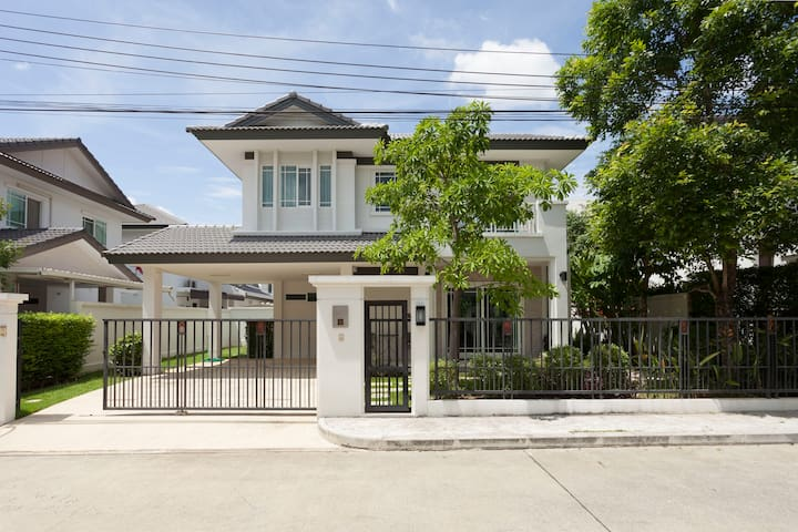 2BR Private & Peaceful house - Chiang Mai