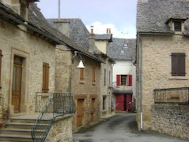 maison de village au calme - Roussennac - Casa