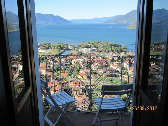 Italy: lake view 16th century home - Maccagno
