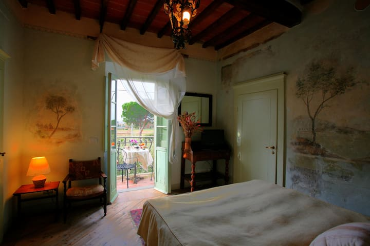 Room with terrace  in  Cortona - Cortone - Bed & Breakfast