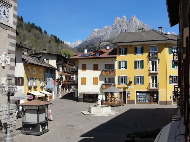 Il comune più piccolo d'Italia - Fiera di Primiero - アパート