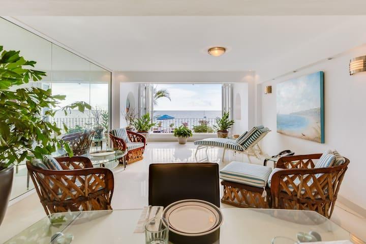 One bedroom oceanfront condo. - Puerto Vallarta - Apartmen