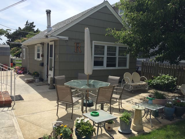 Sweet cottage, block from beach - Wildwood Crest - Daire