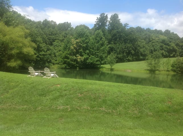 Private, Lakeside B&B Cottage - Earlysville