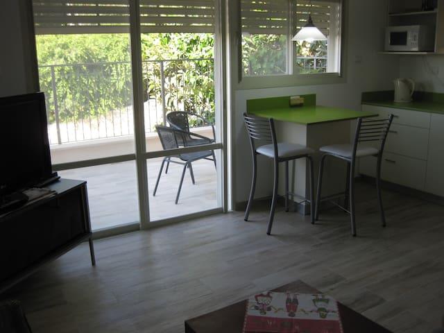 CHEZ MICHAL-lovely Mt Carmel studio - Haifa