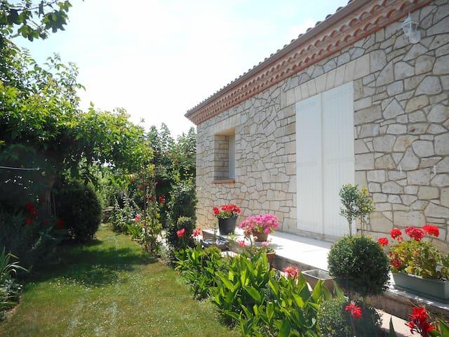 superbe maison en pierre de taille - Pergain-Taillac - Hus