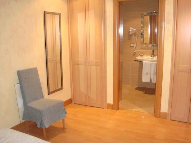 San Fermin Action Hotel Castillo - Pampelune - Bed & Breakfast