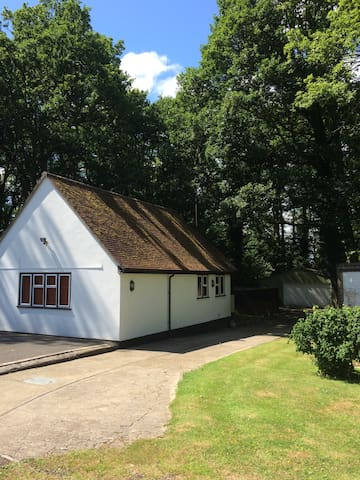 Studio cottage in countryside - Horley - Hus