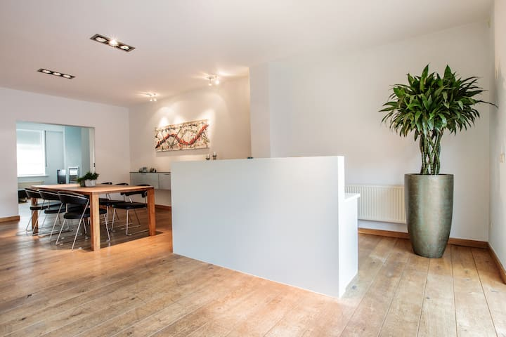 Charming mansion Ypres with garage - Ieper - Hus