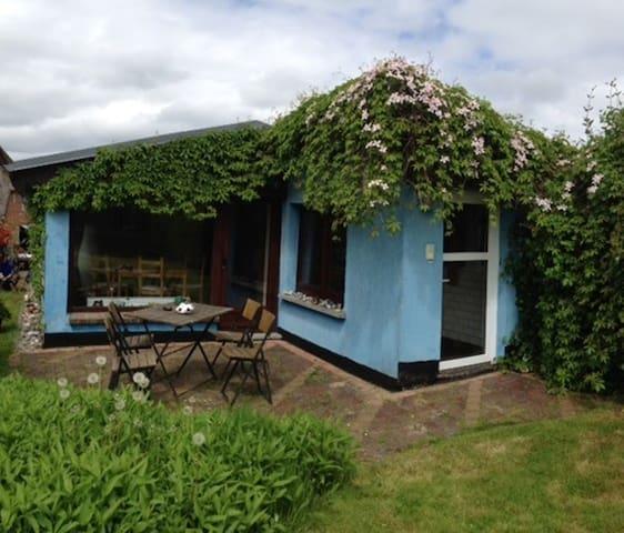 """Vacation house """"BlauesHaus"""" - Lancken-Granitz - Bungalow"""