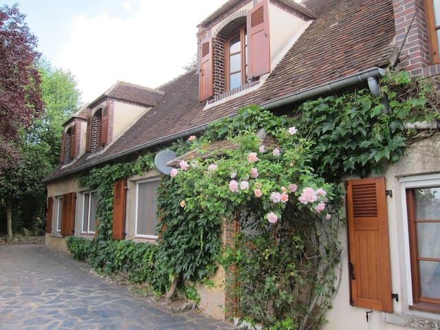 Beautiful Cottage 90mins from Paris - La Madeleine-Bouvet - Huis
