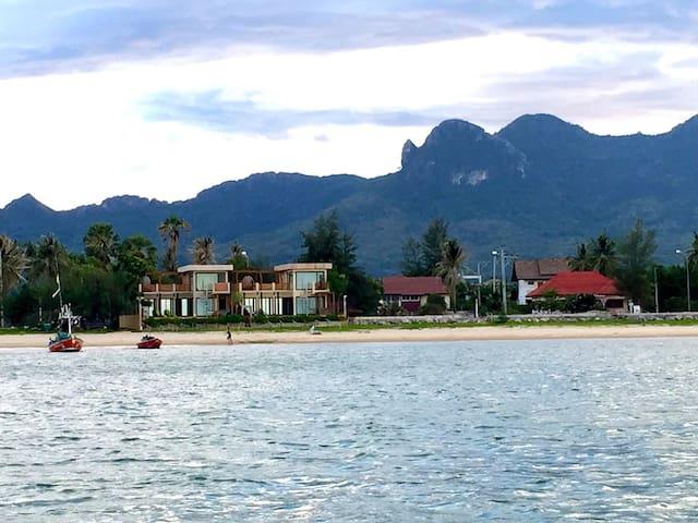 The remarkable beachfront poolvilla - Sam Roi Yot - Villa