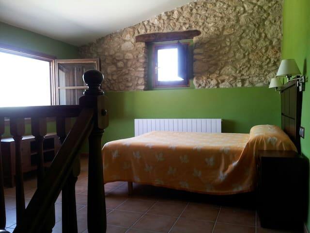 Habitación con lavabo privado - Sant Jaume dels Domenys