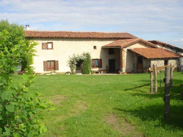 La Vachère : ancienne ferme - Saint-Cyr-les-Vignes