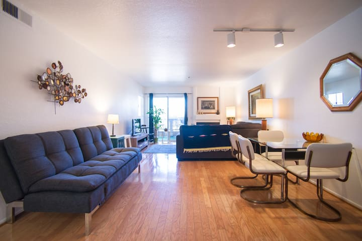 MAIN ST. CONDO. 1 BLOCK TO BEACH - Huntington Beach - Appartement