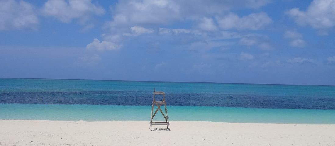 Beautiful and sunny Caribbean spot - Turtle Cove, Providenciales