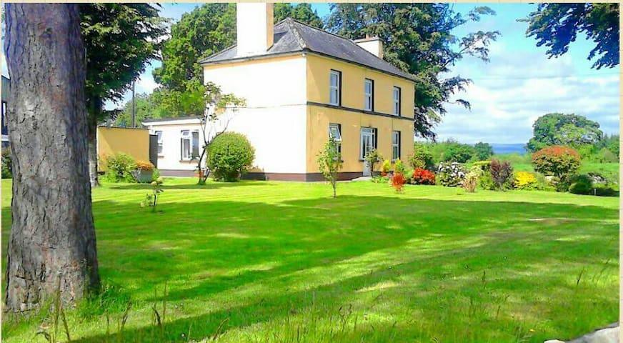 Granny annex available to rent - whitegate - Hus