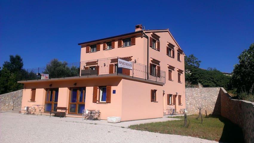 studio app just 1.3 km from sea - Brseč - Apartament