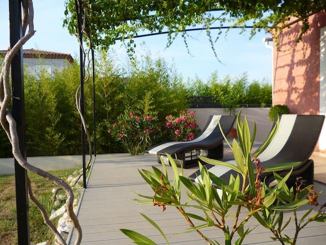 chambre/villa au calme avec piscine - Fons - Hus