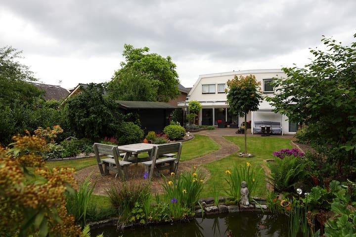 1 van de 5 Rooms in a Comf. House - Nijverdal - Huis