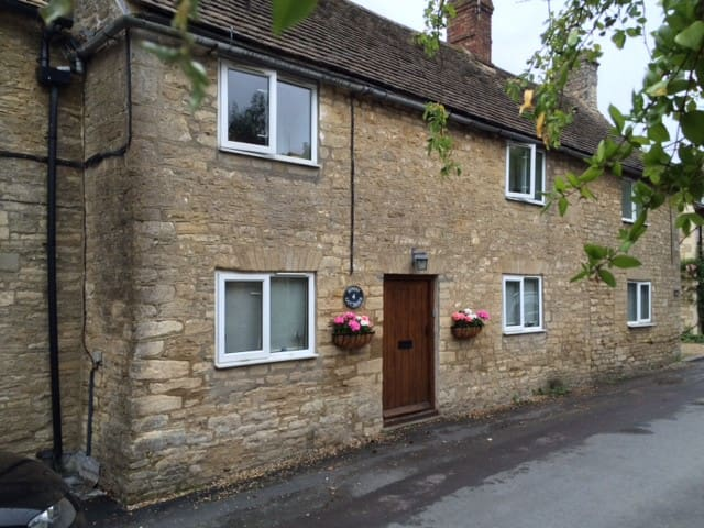 Quintessential Cotswold Cottage - Oaksey