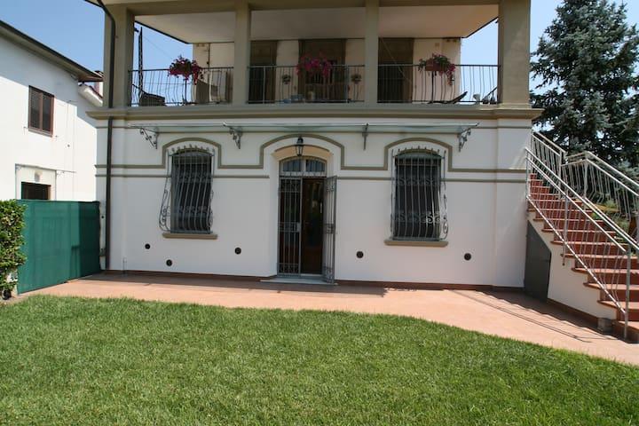 House & Garden Tuscany Italy - Pontasserchio - Apartemen