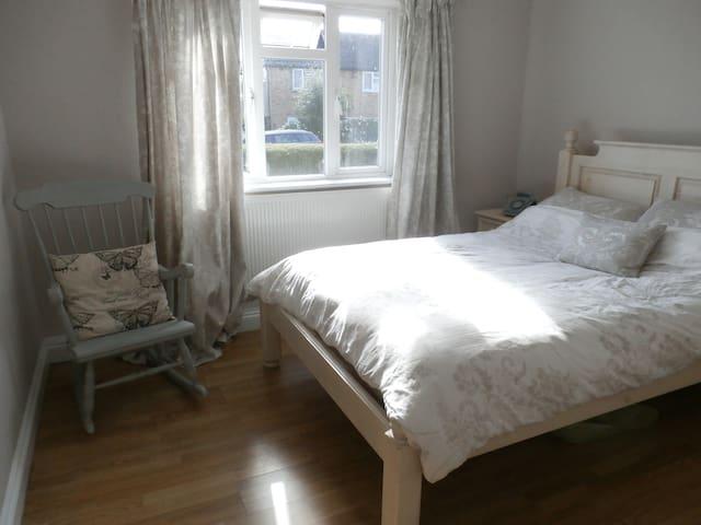 Double bedroom in rural Surrey - Chiddingfold - Lägenhet