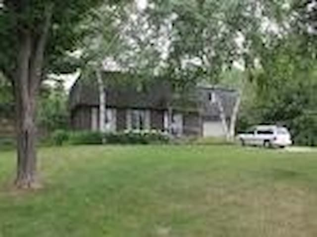 Large Home with gardens and pool - Meaford - House