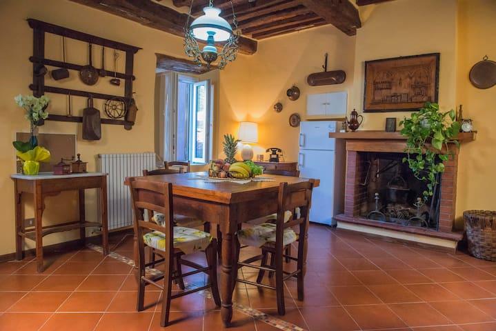 A perfect place for a family - Loppeglia - Hus