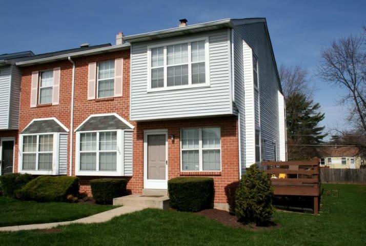 Townhouse Community! - Norristown - Adosado