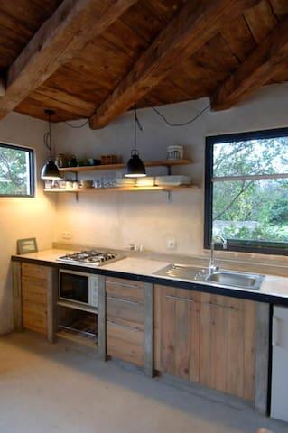 Gite-véranda sur jardinet 2à3p. 1ch - Vabres - Apartamento