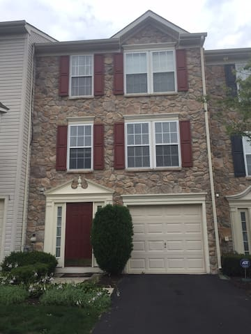 Beautiful and spacious townhome! - North Wales - Casa