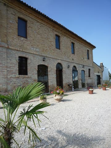 Appartamento in collina per 4 - Bellante - Departamento