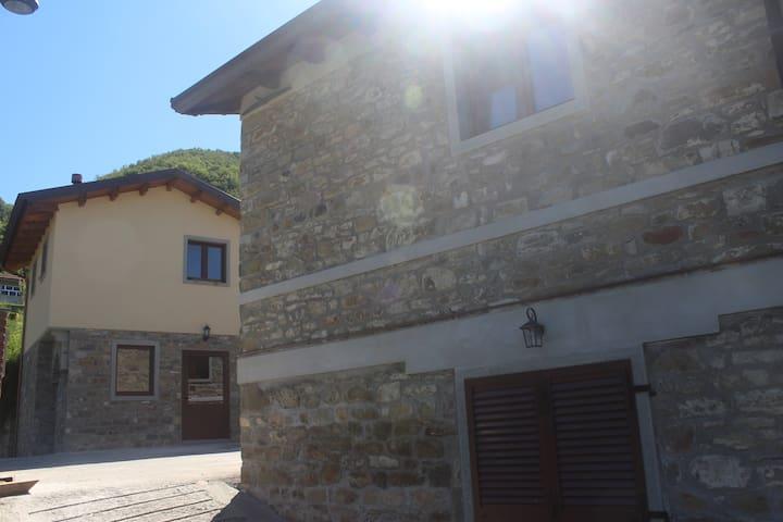 AFFITTA CASE VACANZA REGNANO - Regnano-villa - Leilighet