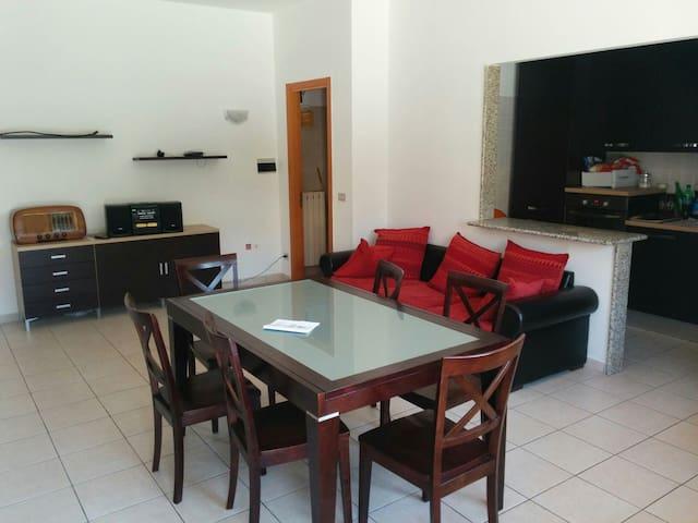 Comodo appartamento con terrazzo - Acquaviva Picena - Appartement