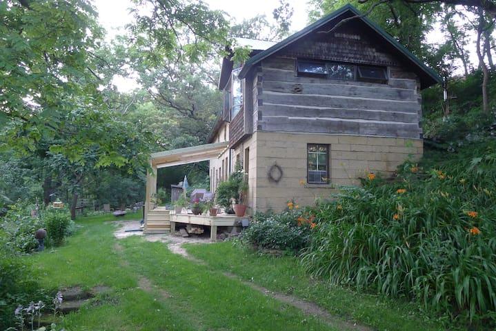 Unique Stone House Rural Retreat - Mount Horeb - Hus