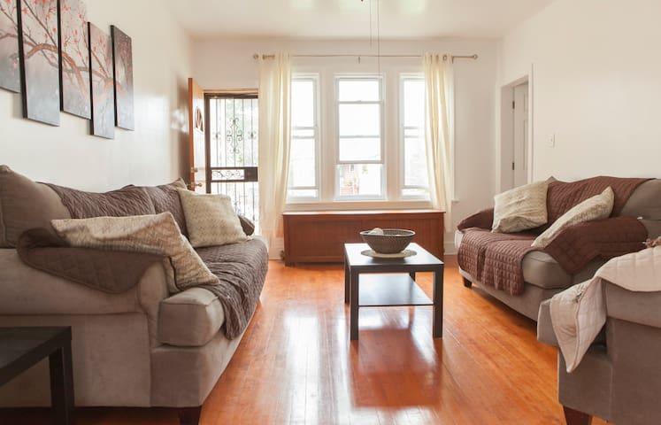 Little Village -  Guest Room for 2 - Чикаго - Дом
