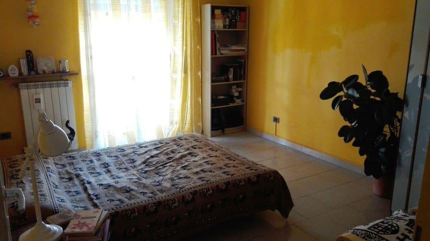 Stanza privata luminosa accogliente - Pioltello - Huis