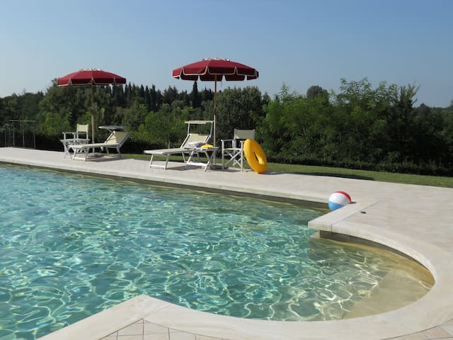 GF 1-bedroom Apartment with Pool and nice Garden - Fucecchio - Leilighet