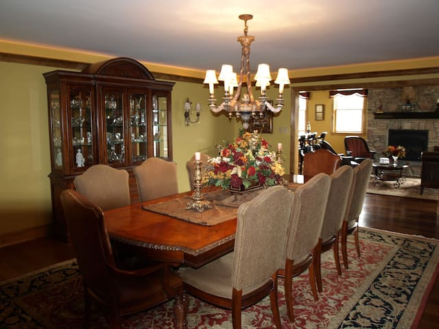 Luxury 9,000 sqft. 10 Mins to Phila - Gloucester Township - House