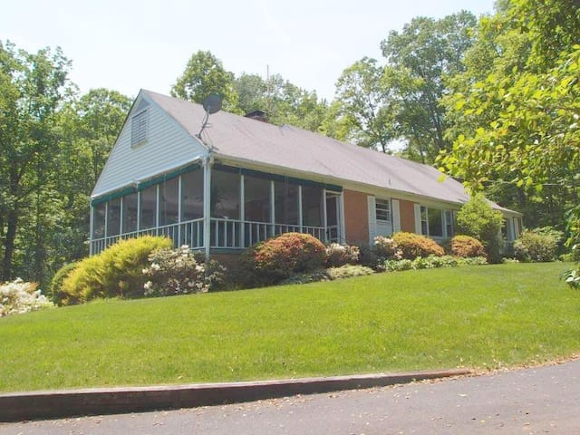 Clarington, Woodland Getaway w/pool - Earlysville