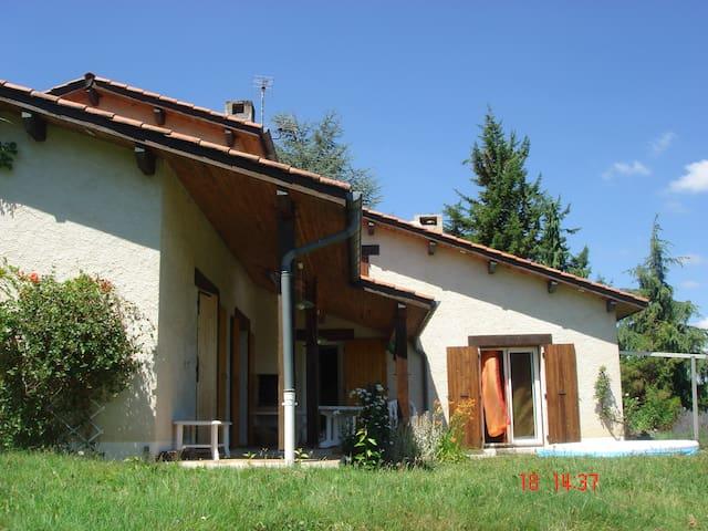 Villa 170m2 très calmeavec piscine - Saint-Antoine-l'Abbaye - Hus