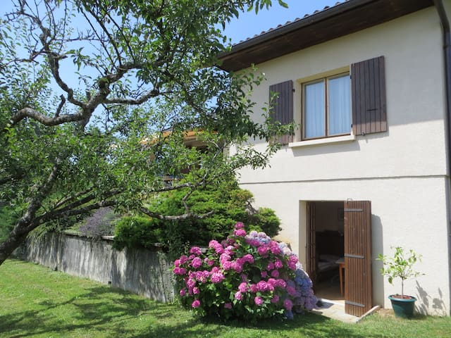 Ground floor of house in Thoiry, near Geneva - Thoiry - Casa