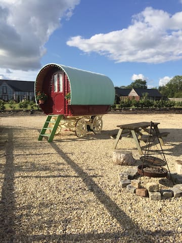 Glamping Gypsy Wagon Caravan Wilts - Brinkworth