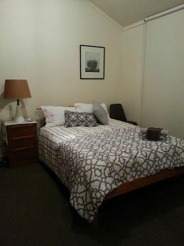 Cosy 4 room studio minutes to city - Reid - Dom