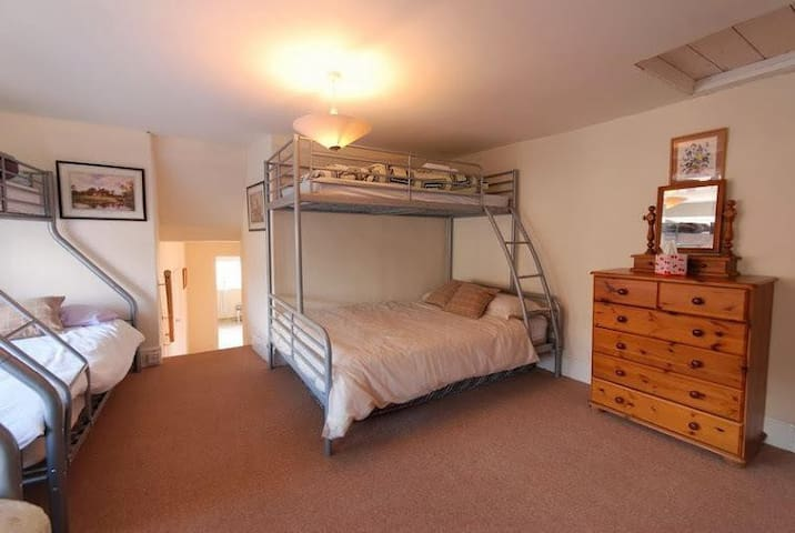 WF Double Room with Shared Bathroom - Kingsbridge