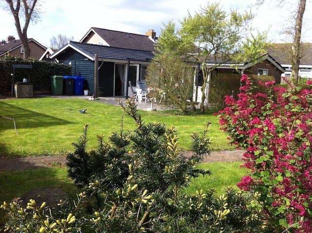 House with big Garden on Ameland - Hollum - Hytte